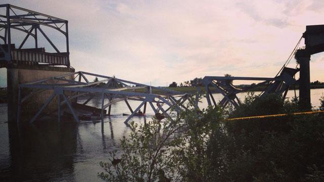 I-5 bridge collapse over Skagit River