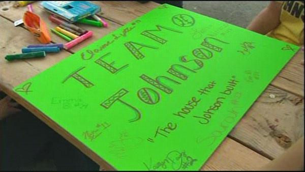 Snohomish softball team rallies around coach who was cut