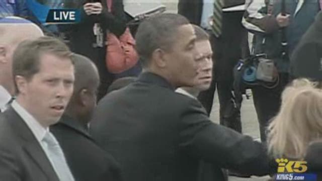 Raw: President Obama shakes hands at Portland airport