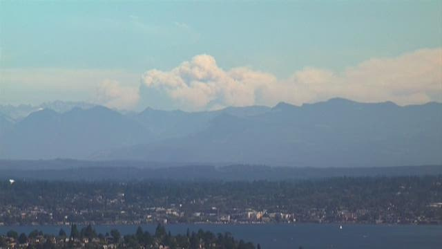 Smoke plume rises from Chelan wildfire