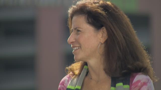 Breast cancer survivor shares message of hope, humor